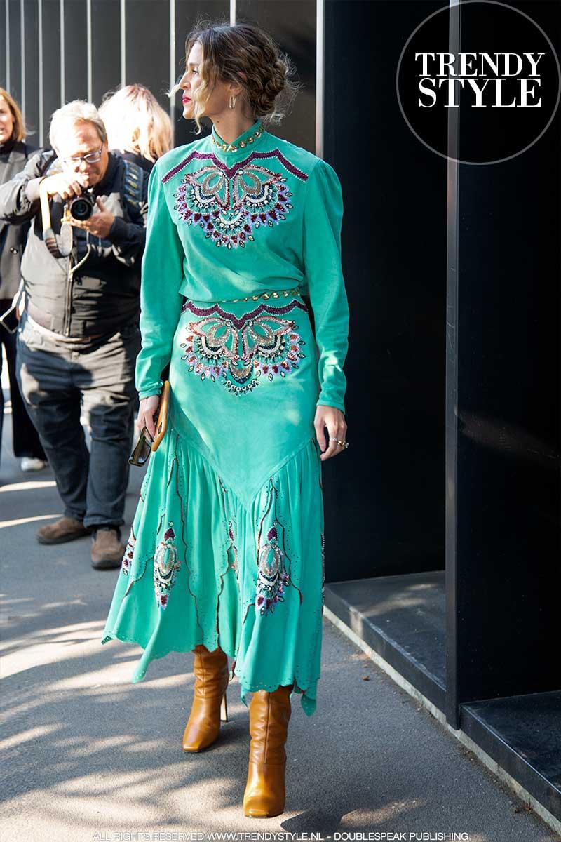 Streetstyle mode en modetrends 2020. Aquarelkleuren en poedertinten