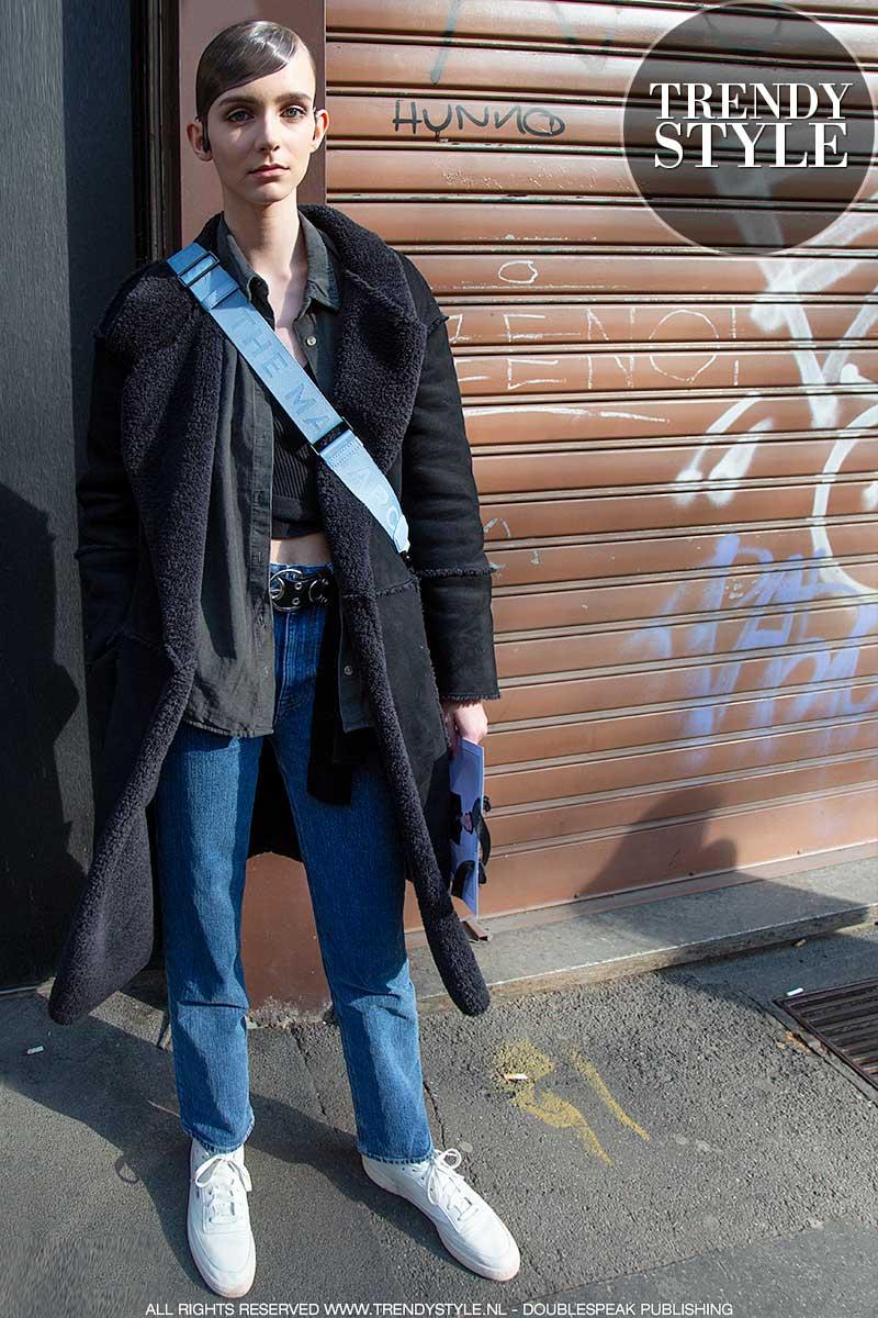 Streetstyle mode en trends 2020. Fashion modellen in teddy coats en lammy's