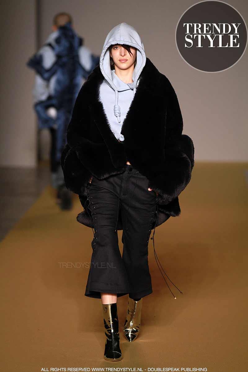 Dit is de ultieme mode look: teddy jas plus jogging pak.