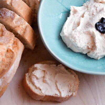 Pikante feta dip uit de Griekse keuken. Mijn favoriet