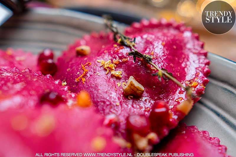 Valentijnsrecept. Ravioli harten van rodebietjespasta met pittige ricottavulling