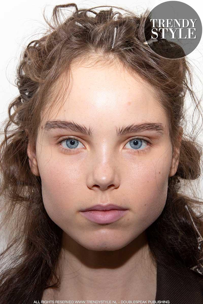 Make-up trends winter 2020 2021. Mega-wenkbrauwen ...
