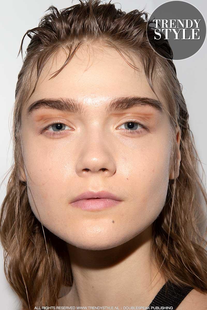 Make-up trends herfst winter 2020 2021. Mega-wenkbrauwen