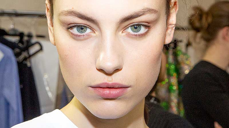 Make-up trends herfst winter 2020 2021. 7 Wenkbrauwtips