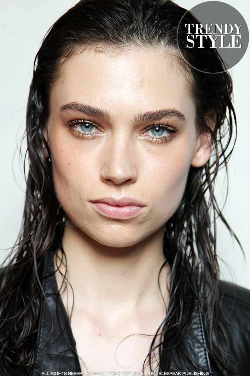Wet look hair