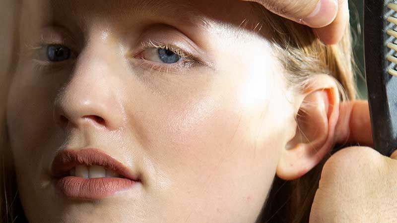 Make-up trends winter 2020 2021. Trend alert: géén mascara (maar wél lange wimpers!)