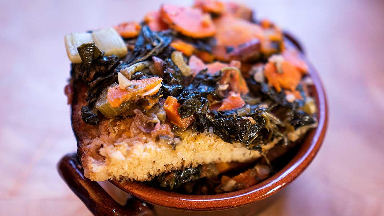 Koken in de herfst. Zwarte koolsoep naar Toscaans recept